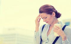胸焼けの原因とは?ストレスや食事に二日酔いが関係している!?
